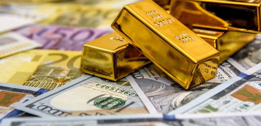 Kuva kultaharkoista ja seteleistä